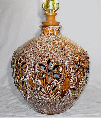 Retro-Pottery-Lamp-with-Cut