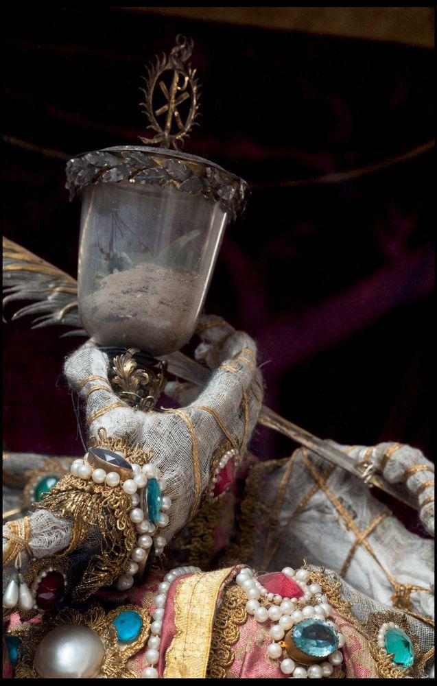 Святая Мундиция в церкви святого Петра в Мюнхене. (Photo by Paul Koudounaris NPS)