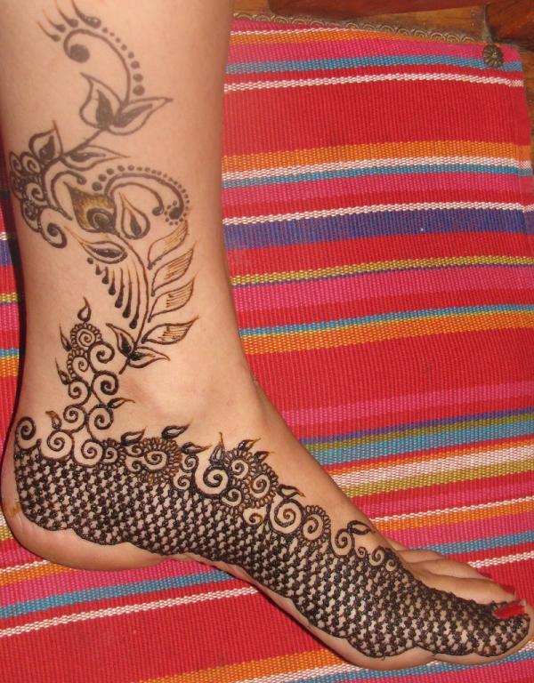 26-sha-savla-henna-design-on-foot-leg-toes600_768