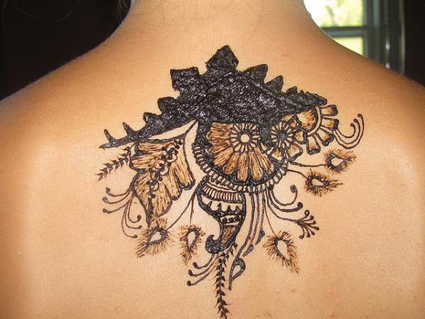 31-henna-stegosaurus-flowers-on-back600_450