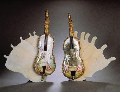 Carnets de bal en forme de violon
