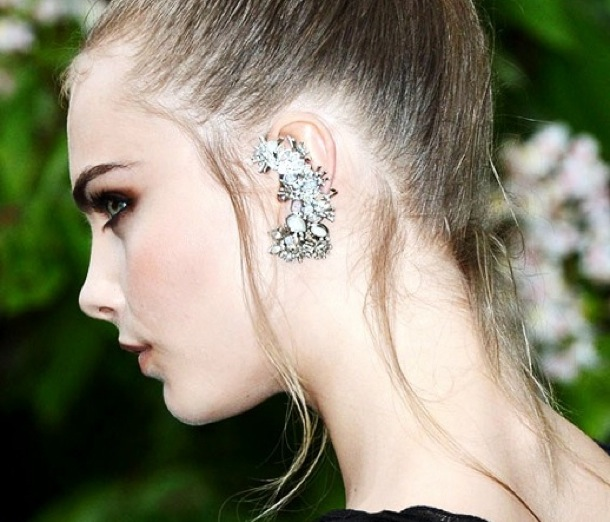 Ear-Cuff-Cara-Delevingne-in-Chanel