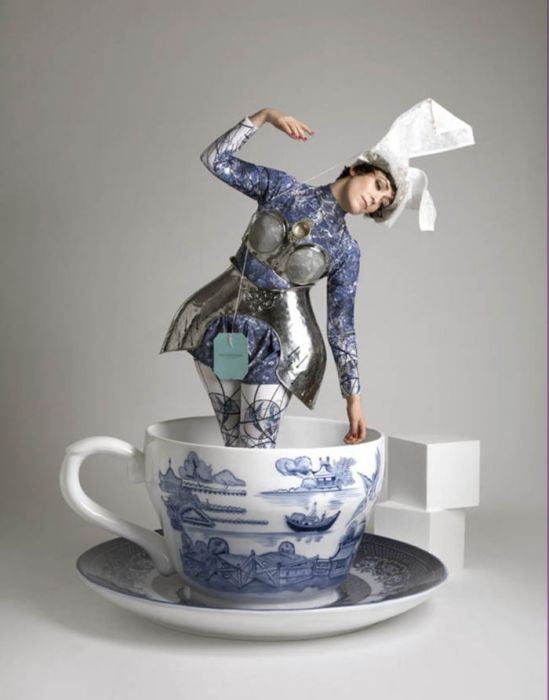 Teefrau-in-Tasse