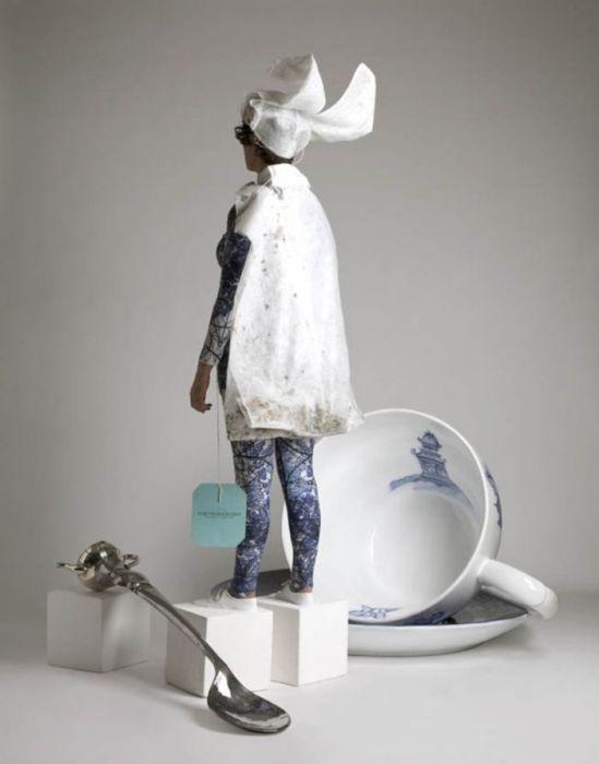 Teefrau-mit-Mantel