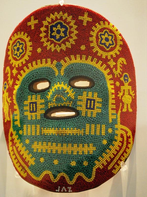 Máscara de chaquira- artesanía huichola