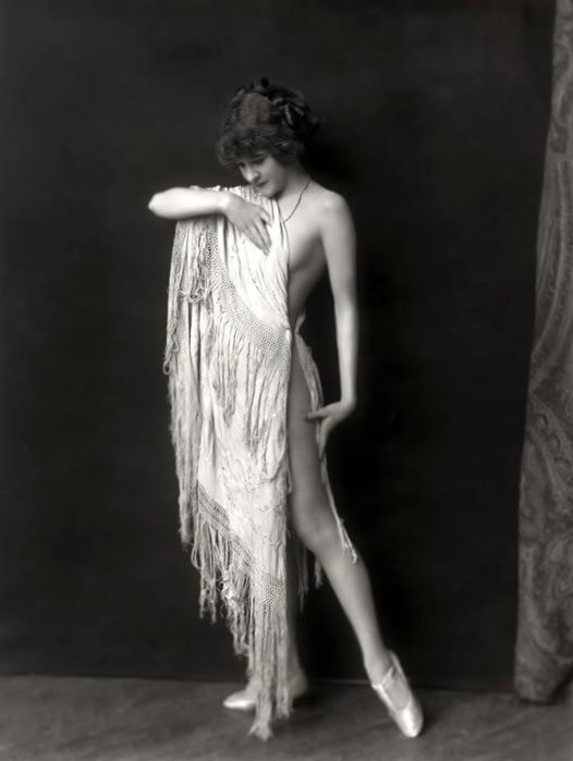 97766765_Alfred_Cheney_Johnston_18841971__Ziegfeld_girl__TuttArt__1_