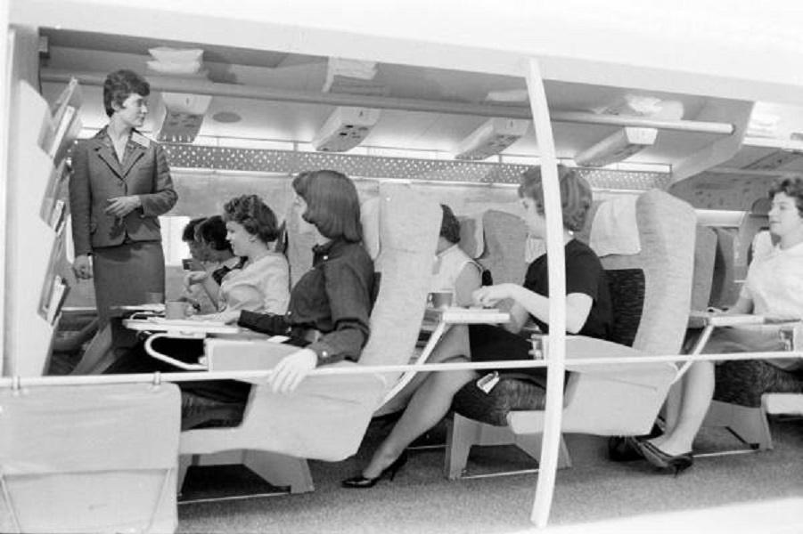 Как учили стюардесс в шестидесятых