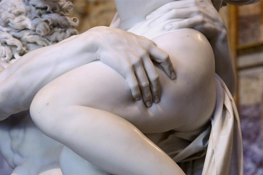 Скульптура_Джан-Лоренцо-Бернини_Похищение-Прозерпины-1621-22_04 (1).jpg