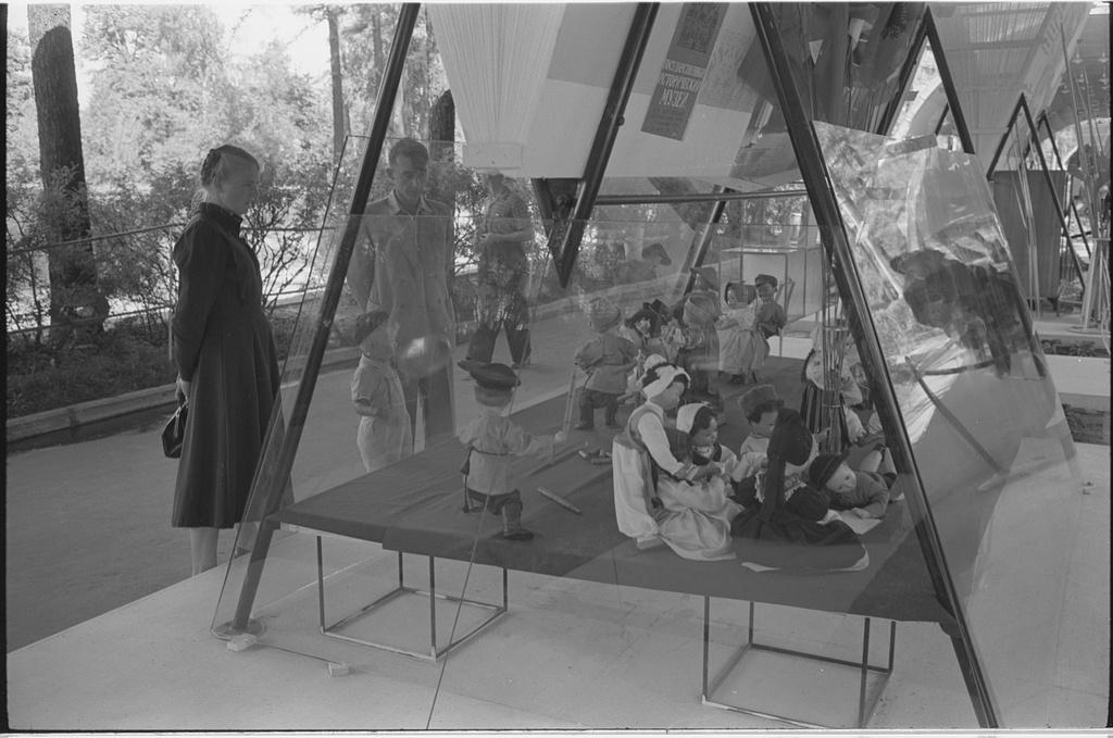 Moscow's-Sokolniki-1959-expo-5.jpg