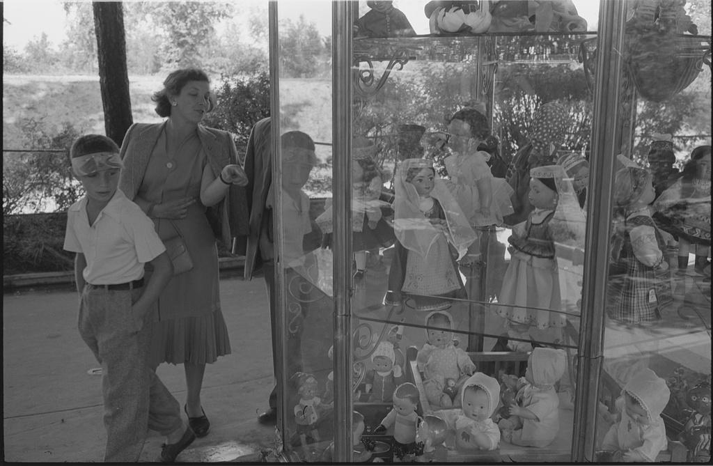 Moscow's-Sokolniki-1959-expo-6.jpg