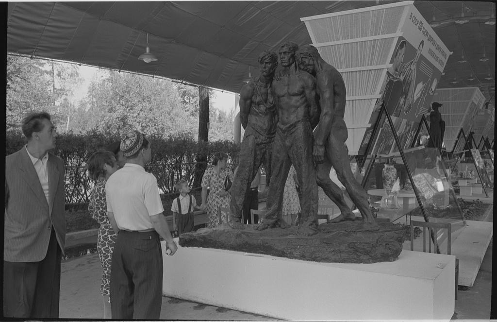Moscow's-Sokolniki-1959-expo-10.jpg