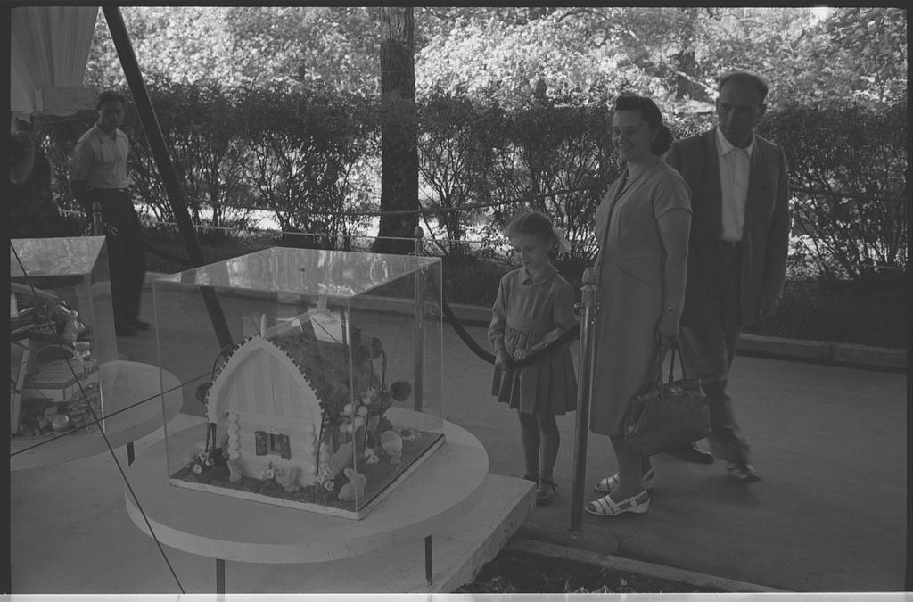 Moscow's-Sokolniki-1959-expo-20.jpg