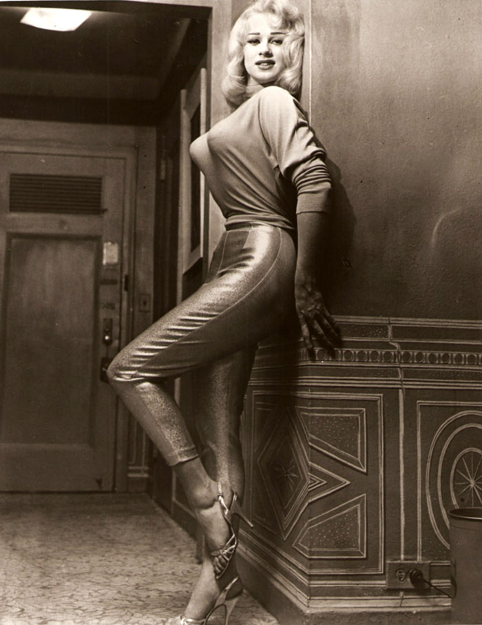 bullet-bra-fashion-vintage-35-5954ebfb85f54__700.jpg