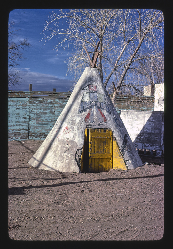 Teepee-at-gas-station-souvenir-place-Route-66-1979.jpg