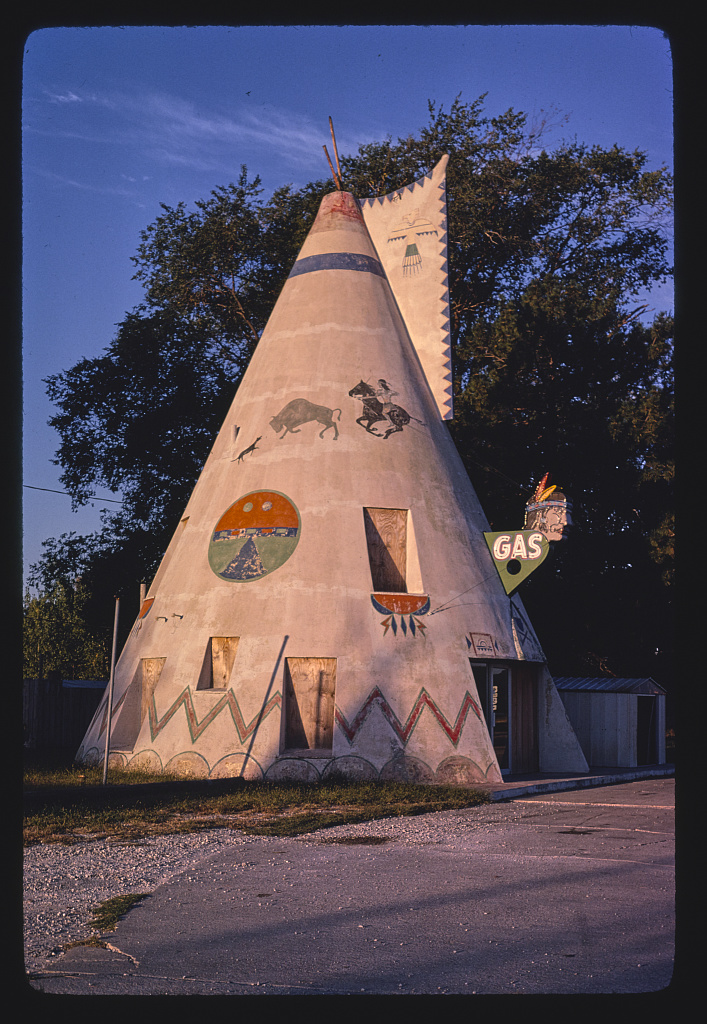 Teepee-gas-station-Route-40-1980.jpg