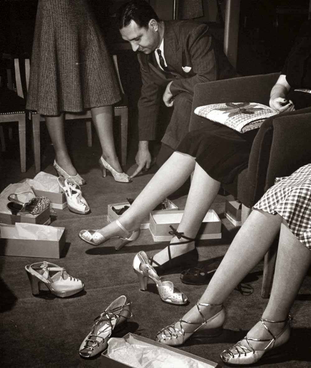 1940s-shoe-salesman.jpg