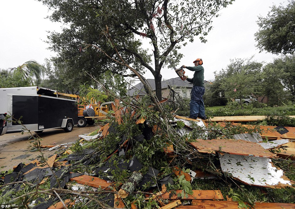 4394E64500000578-4825124-Henry_Isaac_cuts_down_broken_tree_limbs_after_Hurricane_Harvey_S-a-42_1503764500106.jpg