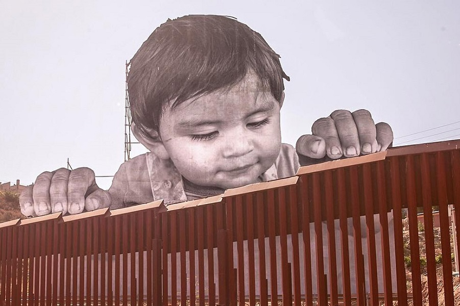 jr-child-us-mexico-border-001.jpg