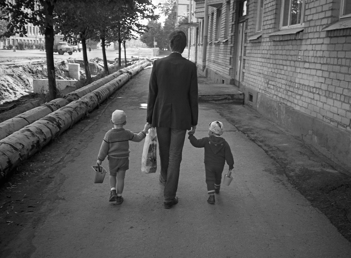 007-MOSCOW-Father-and-sons-RGC-SMALL.jpg