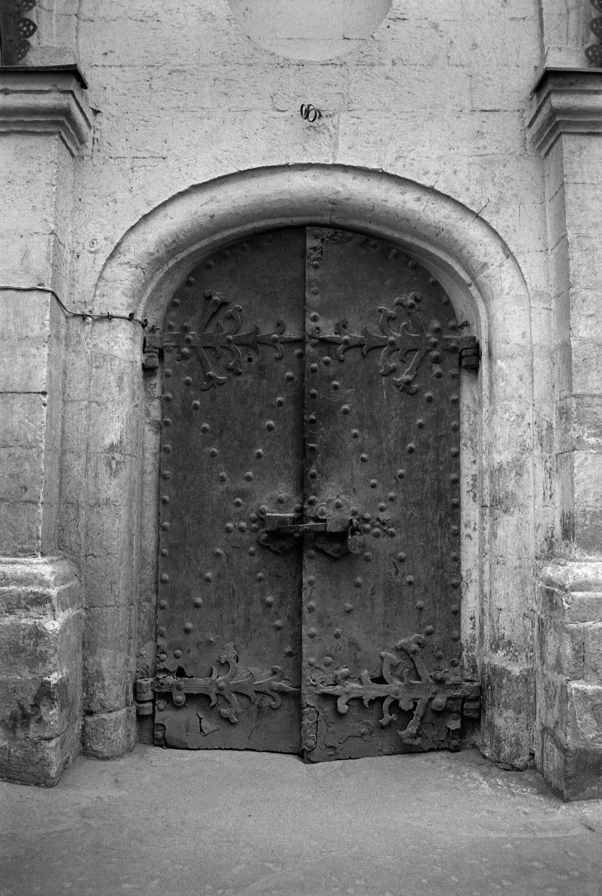 048-MOSCOW-Old-door-RGC-SMALL.jpg