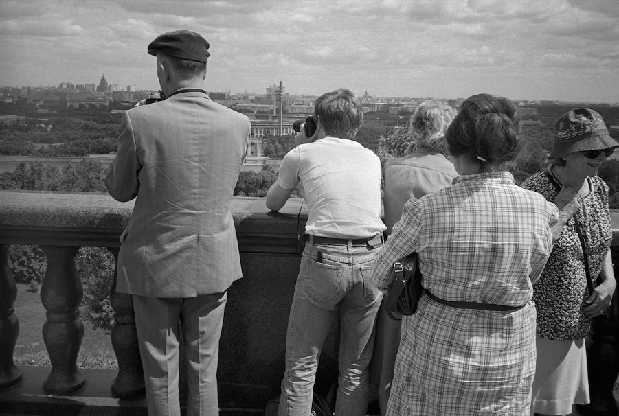 040-MOSCOW-Tourists-admire-view-from-Lenin-Hills-RGC-SMALL (1).jpg