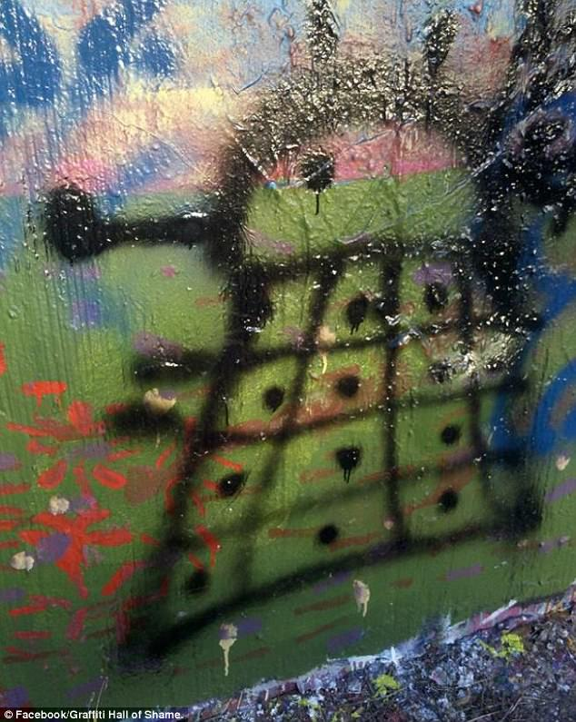443DA7F300000578-4881288-Exterminate_this_drawing_A_Doctor_Who_fan_spray_painted_a_Dalek_-a-27_1505472840280.jpg
