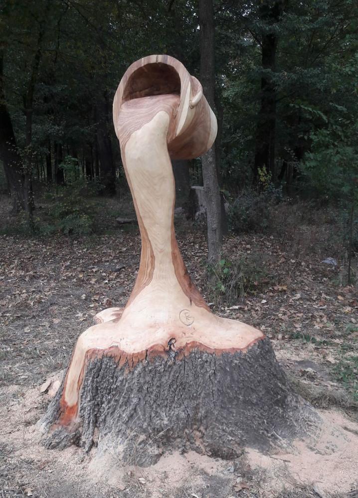 Artist-makes-art-on-tree-stumps-leaving-parks-and-public-places-more-beautiful-59e715cc6a74e__880.jpg