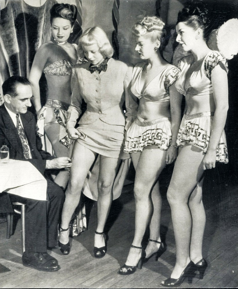 Chorus_Girls_Get_Smallpox_Vaccine1947.jpg
