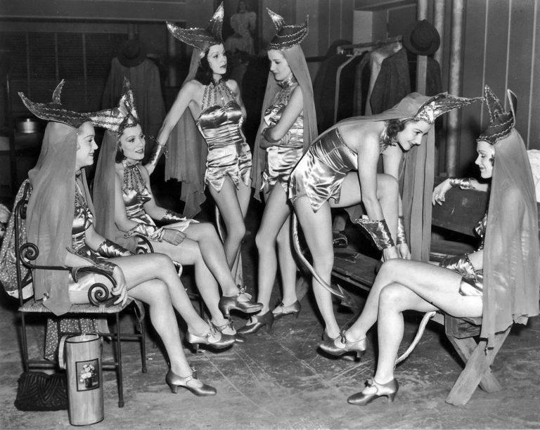 Chorus-Girls-768x612.jpg