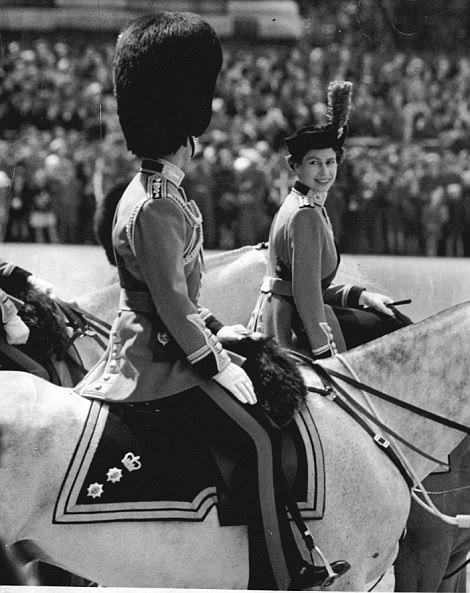 0000538300000CB2-5097389-The_Queen_and_Duke_of_Edinburgh_pictured_riding_together_in_1954-a-55_1511099245005.jpg