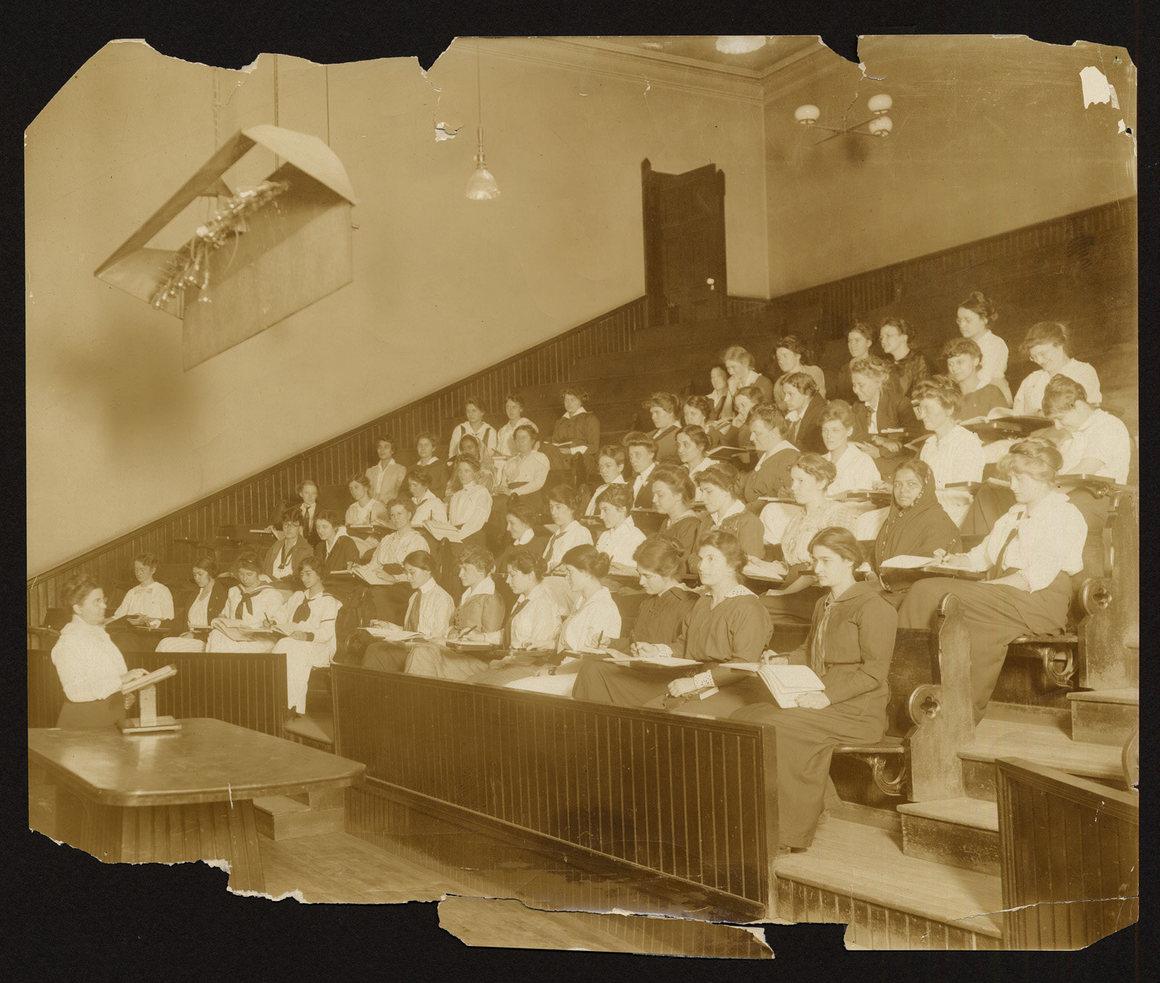 Элла Б. Эверетт, 1915..jpg