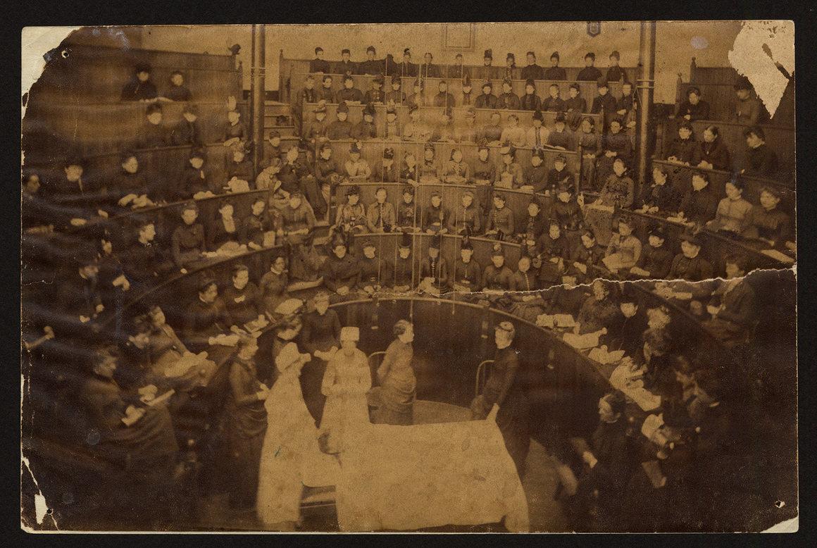Операционная комната, Северная Колледж-авеню, начало 1890-х годов..jpg