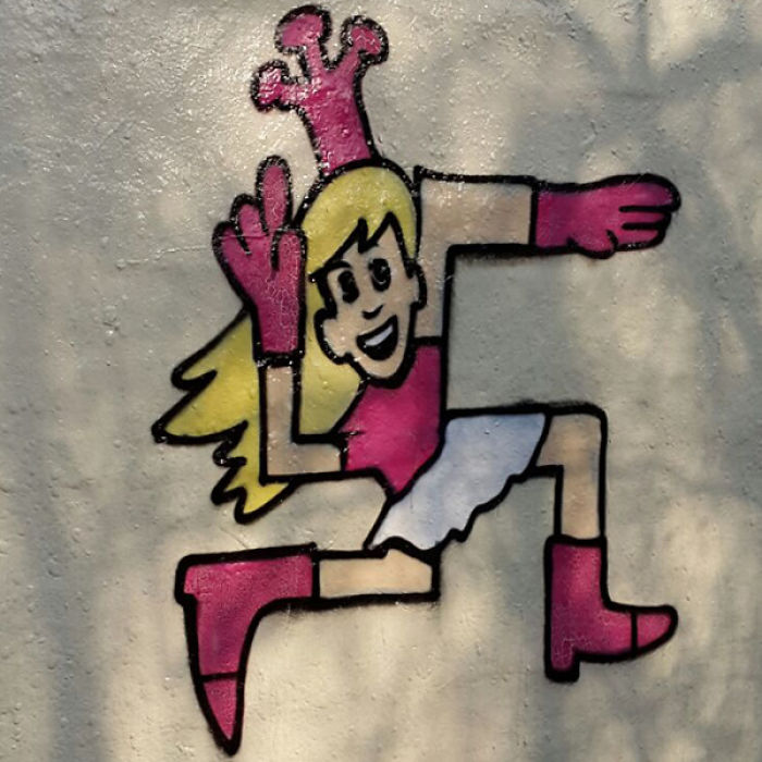 swastika-transformation-street-art-paintback-berlin-24-5a560e892381b-png__700.jpg