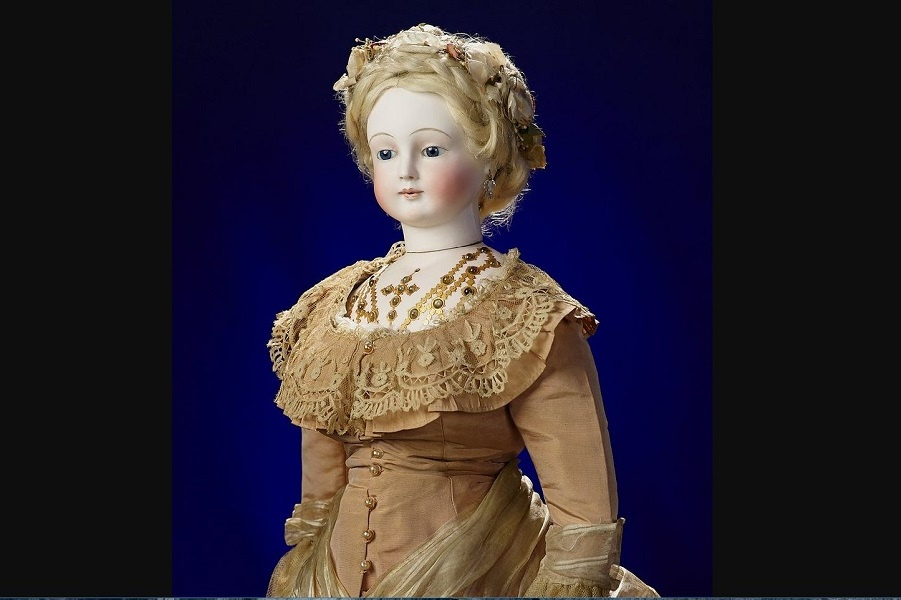 A 19th-century jewelry doll sets an auction record and becomes the main exhibit of the new museum.