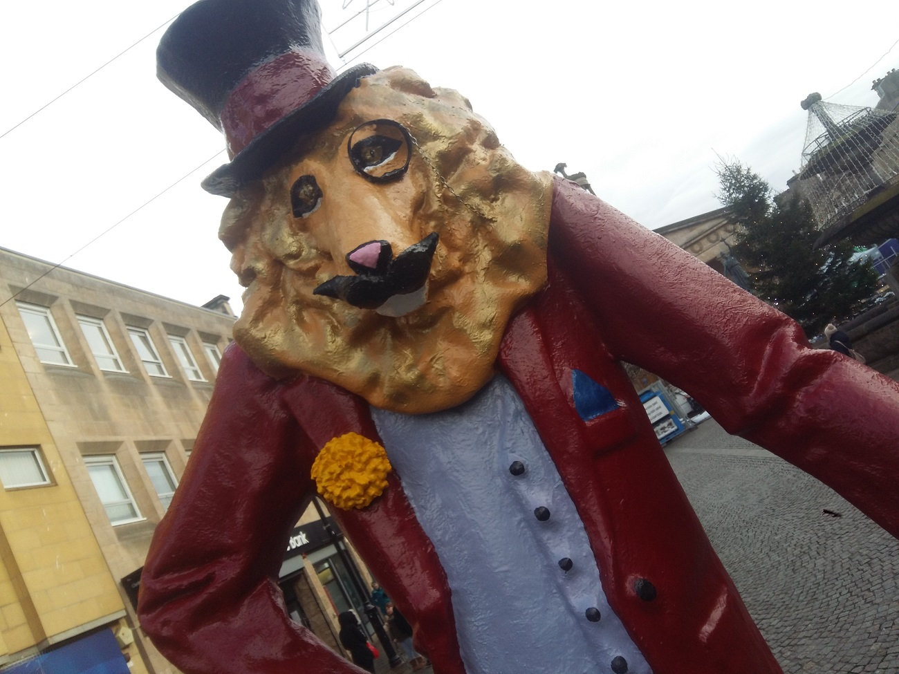 dandy-lion-statue-elgin.jpg