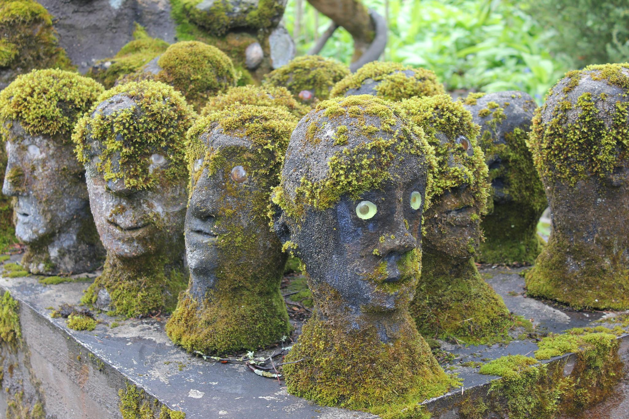 Таинственный лес потусторонних скульптур смерти, Ренккёнен, скульптуры, жизни, бумажной, начал, Рёнкённен, балансируют, Возможно, более, посещают, рядом, почти, Ронккёнена, одной, работал, домом, Сегодня, всего, отшельником