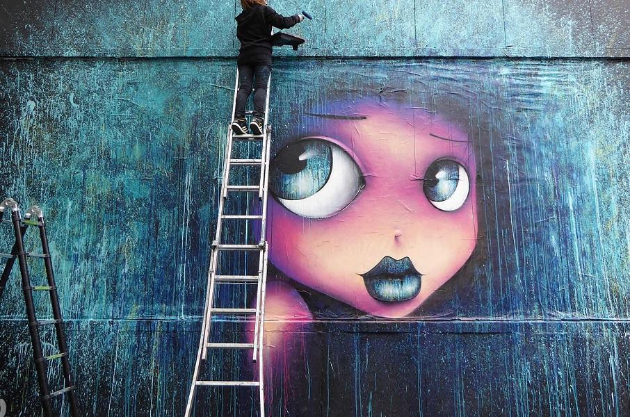 Большие глаза на улицах Парижа