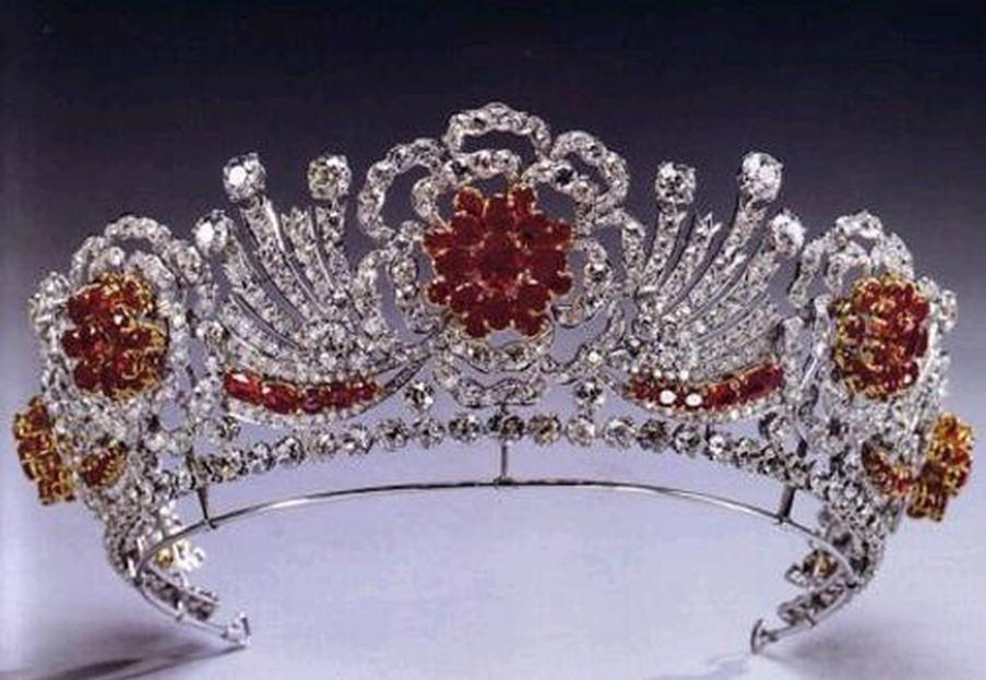 newsEngin.17603084_jewels-burmeserubytiara.jpg