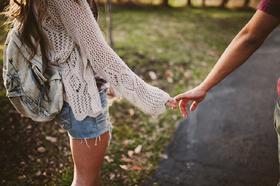 couple-cute-hands-love-Favim.com-972735.jpg