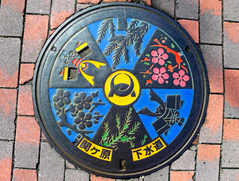 Japanese-manhole-cover-art-16.jpg