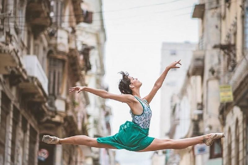 ballet-dancers-cuba-omar-robles-18-5714f5c941750__700 (1).jpg