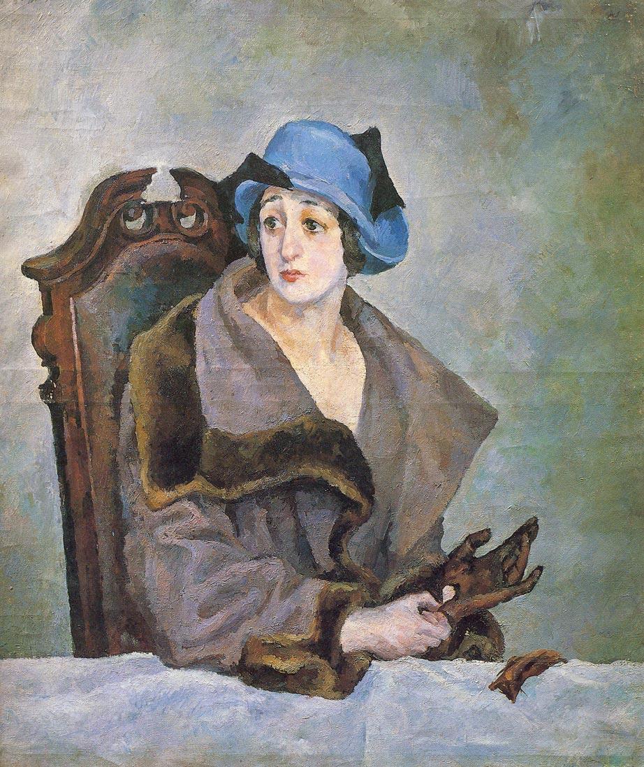 Женщина, снимающая перчатку.