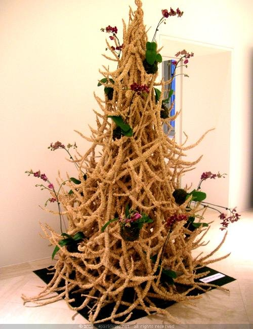 1324389964_christmas-tree-designs-bizarre-12