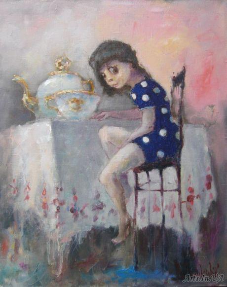 Девочка на стуле