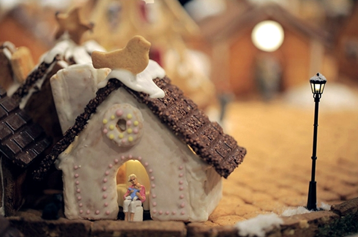muji_gingerbread_installation_04
