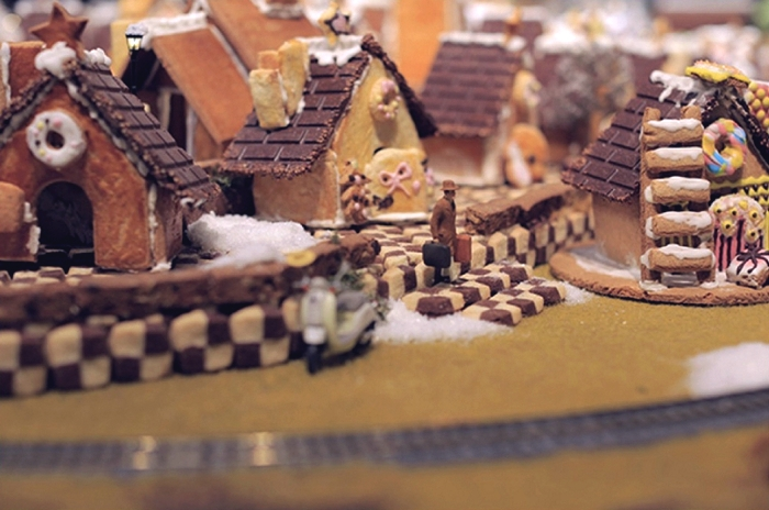 muji_gingerbread_installation_06
