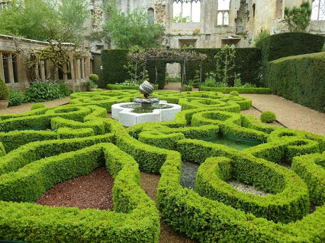 sudeley-castle-drama-royalty-history-and-stun-L-Hb3w_F