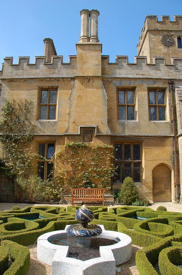 sudeley_castle_garden_346_jpg_600x