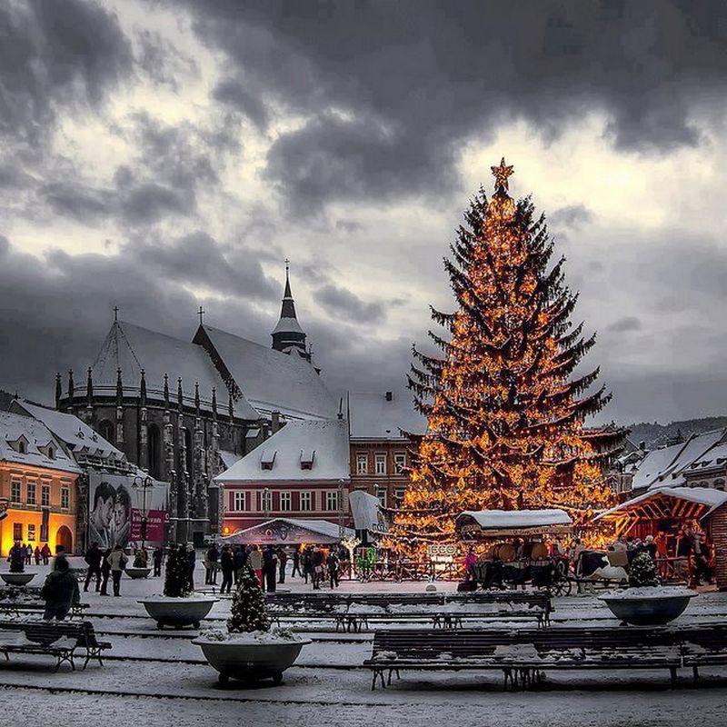 Rozhdestvenskie-ukrasheniya-gorodov-mira-Brasov-Romania