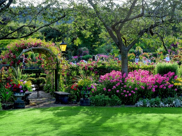 Butchart_gardens_1-vi